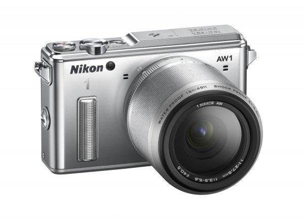 Nikon 1 AW1 Systemkamera (14,2 Megapixel, (3 Zoll) Display, Full HD, HDMI, wasserdicht) Kit inkl. 11-27,5mm Objektiv silber für 554,17€ @Amazon.it