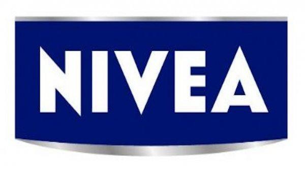 [Amazon Student] 20% Rabatt auf ausgewählte NIVEA Artikel + Kuschelsocken ab 7 Euro + Mini-Set ab 5 Euro (z.B 4xStrong Power Shampoo)