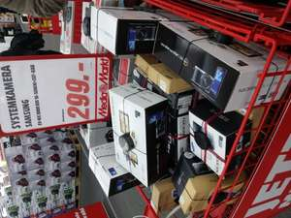 (Lokal Mediamarkt Bremen Weserpark)Systemkamera Samsung NX3000 Bundle mit Galaxy Tab 7.0 Lite