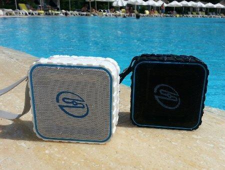 deleyCON SOUNDSTERS - rocktank mini BT - mini Bluetooth Lautsprecher Box Kabellos Wasserdicht - Schwarz - für Handy & Co - OUTDOOR - [Regen geschützt]