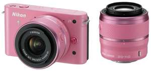 Nikon 1 J1 Kit 10-30 mm + 30-110mm (Pink) für 200,43€ @Amazon.it