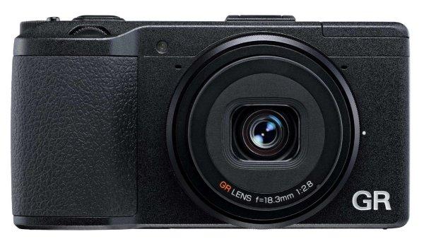 Ricoh GR Schwarz - Kompaktkamera, 16,2 MP, APS-C-Sensor für 484,93€ @Amazon.fr