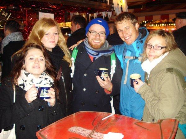 """Leipzig Weinachtsmarkt ab 15 Uhr Gratis Glühwein  """"Partystand"""" San Remo"""