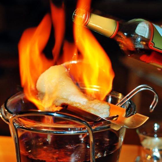 Feuerzangenbowle zu Silvester: Rum, Zucker-Hut und Wein günstig zusammen im Angebot bei [Kaufland]