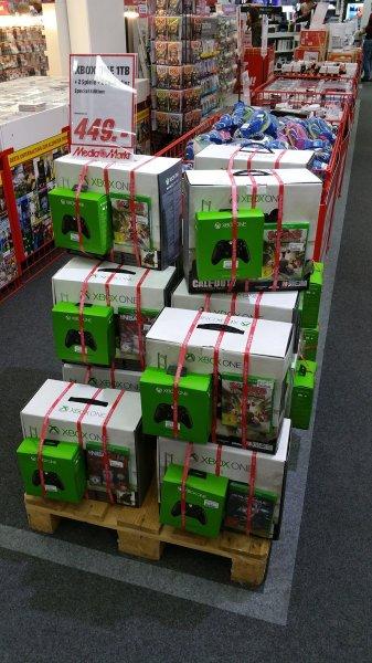 [Lokal nahe Frankfurt] XBOX ONE mit 1TB + zweiter WRLS Controller + Call of Duty + MGS:GZ 449,-