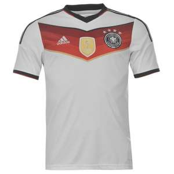 DFB-Trikot Home 4 Sterne für 43,19€ zzgl. 7€ Versand bei sportsdirect (auch Bayern München, BVB und Hertha-Trikots günstig)