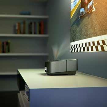 Philips Ultra-Kurzdistanzbeamer günstiger bei vente-privee - z.B. Screeneo HDP1590TV für 1106€ (VGL: 1284€) oder Philips 3D Brille für 55€ (VGL: 75€)
