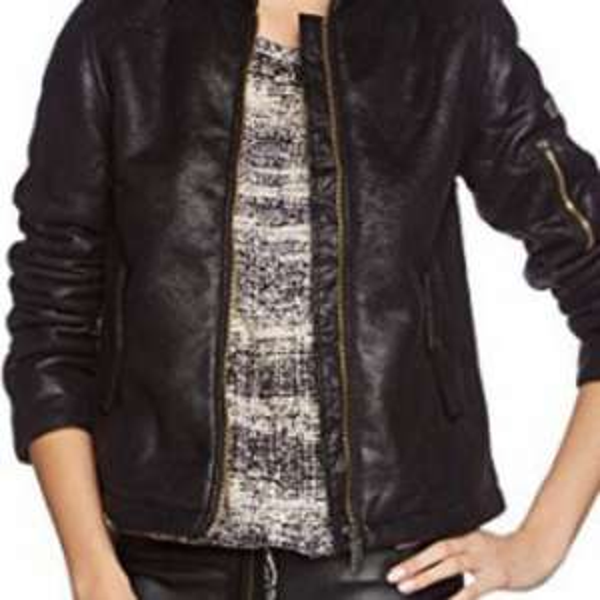 (Amazon) Liebeskind (Kunst)Lederjacke in schwarz ab 77,93€