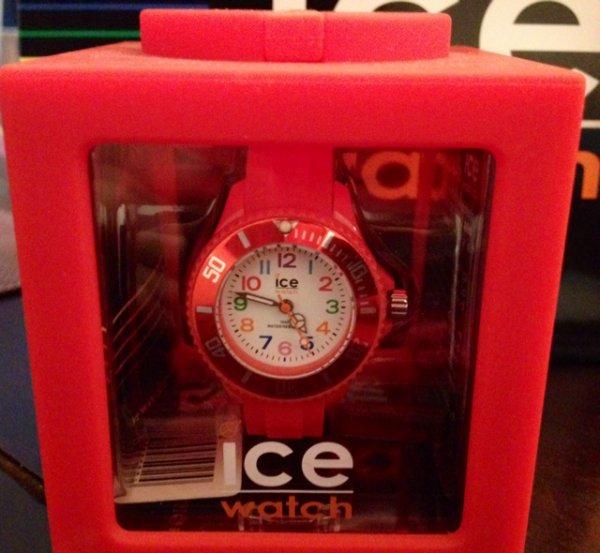 ICE Watch mn.rd.m.s 12 Kinderuhren in rot bei der Galaria Kaufhof in Witten