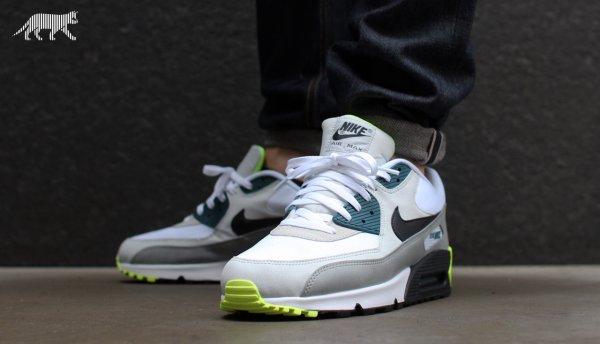 NIKE Air Max Essential Sneaker Weiß, Gr. 45 - schnell sein -