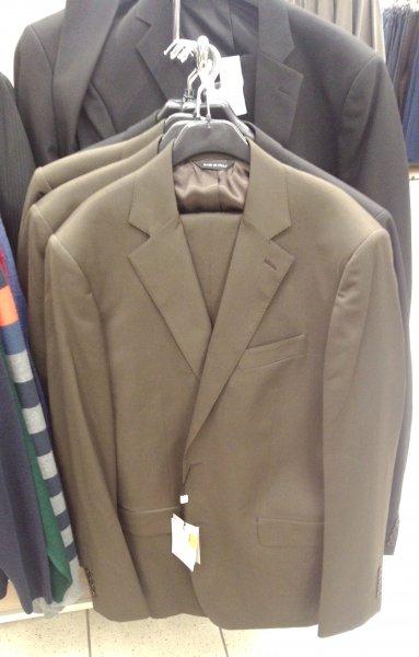 Offline@Real: Italienische Anzüge für 30 € bzw. 18 € (braun, schwarz, grau, Nadelstreifen)