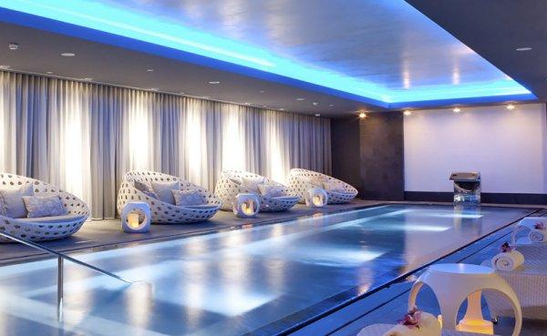 6 Monate Holmes Place (Luxus Fitness Studio) für 399€ und paar extra ...