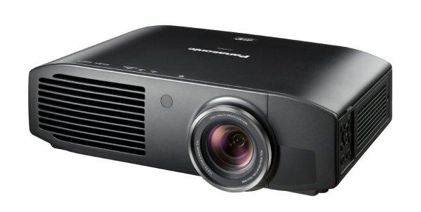 [Amazon.it] Panasonic PT AT6000E - Full HD LCD 3D Projektor mit 2400 ANSI Lumen 500.000:1 Kontrast 1411,90€