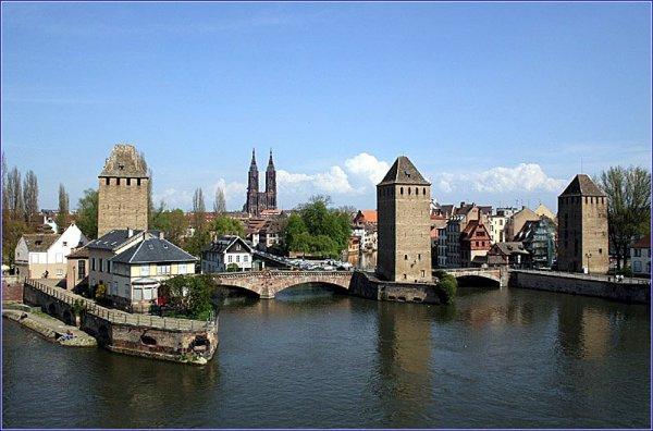 Straßburg , 1 Nacht im Hôtel Le Jean Sébastien Bach**** & Frühstück &  3-Gänge-Abendessen & Bootstour oder Eintritt ins Schokoladenmuseum & Weinprobe für 2 PERSONEN ab198€ & 5% Qipu