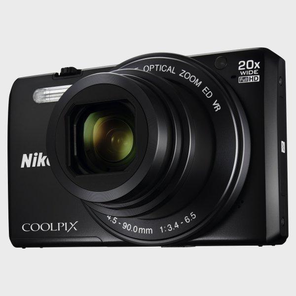 Nikon COOLPIX S7000, Reisekamera, inkl. 8-GB-SD-Card für 174€@Worldshop