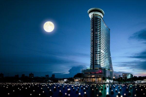 Nicht-stornierbare Hotelreservierungen günstig kaufen z.B, Millenium Hilton,Bangkok 39€/Nacht