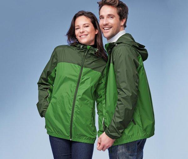 [7% Qipu] Grüne Regenjacke in den Größen XS bis XL für 13€ mit Lieferung in Filiale @Tchibo Online