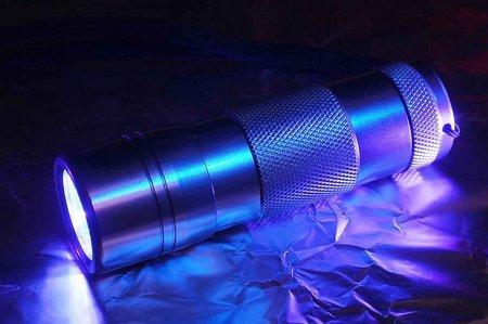 [Singapur] 9 LED UV Taschenlampe