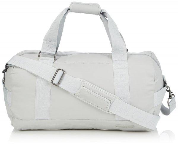 [Amazon] Calvin Klein Sporttasche ab 28,98€ statt 129,90€ (Ersparnis bis zu 78%)