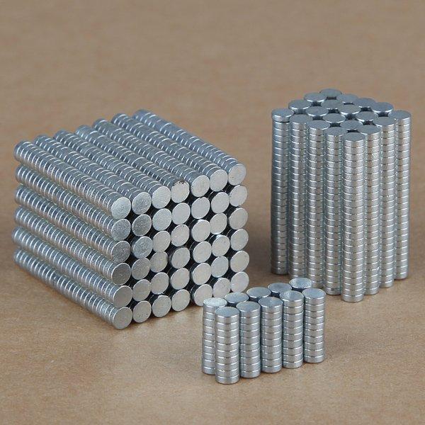 100 Stück 3mm x 1mm sehr starke Erdmagneten für 1.36€ @ Banggood