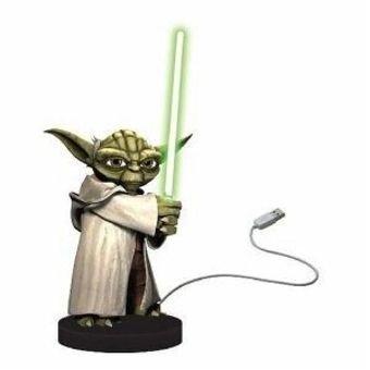 """[Amazon] Star Wars Yoda """"Tischbeschützer"""" mit Bewegungsmelder + LED-Lichtschwert für 19,25€"""