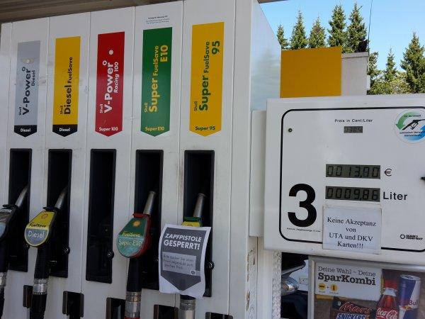 Shell V-Power Racing zum Preis von Super Benzin in Halle (Westf.)