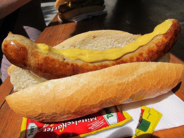 [lokal Weiden und Amberg] Morgen Samstag, 18.04.2015 eine Bratwurstsemmel geschenkt für jeden Einkauf bei Media Markt
