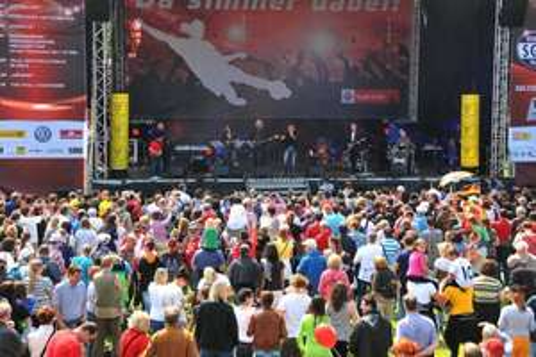 Köln : gratis Konzerte (u.a  Höhner, Klüngelköpp) am 1.5.2015 ab 11:11 Uhr am Rheinenergie-Stadion