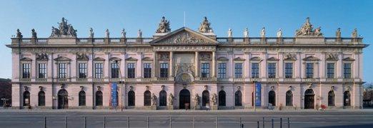 [Lokal Berlin] 08. Mai 1945 - Das Ende des 2. Weltkriegs. Zum 70. Jahrestag sind im Deutschen Historisches Museum Eintritt, Führungen und Kino frei