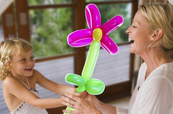 GLOBUS, 09.05.15, für Kinder gratis Ballonblumen+Fotoaufsteller