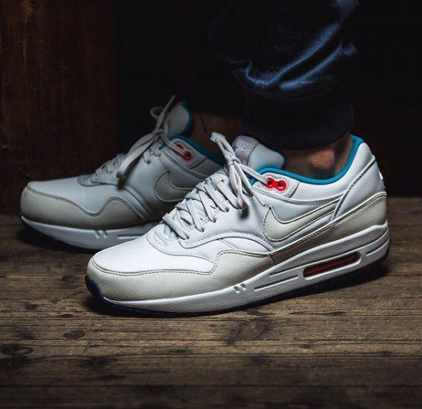 43einhalb Sneaker Sale, 25 % zusätzlich auf alle Saleartikel z.B Air Max 1 für 81€