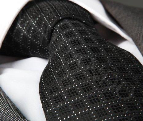 Amazon Prime: MAILANDO Herrenkrawatte einfarbig schwarz mit Kästchen Nur 9,90 € statt 44,90 €