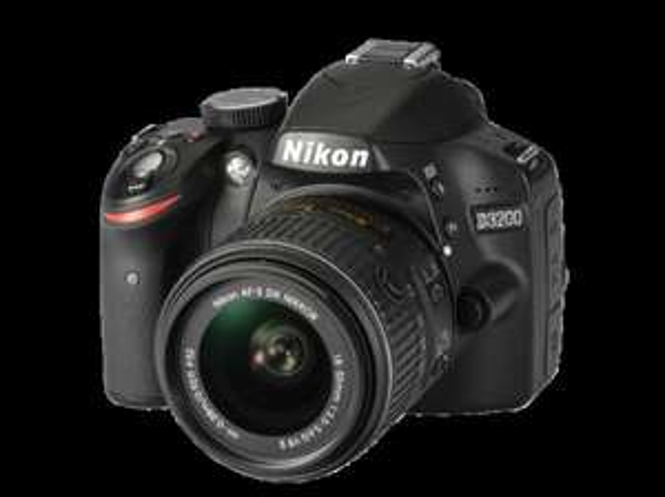 [Saturn.de] NIKON D3200+18-55mm VRII schwarz, Digitale Spiegelreflexkamera, 24.2 Megapixel, CMOS Sensor, 7,5 cm (2.95 Zoll) TFT-LCD