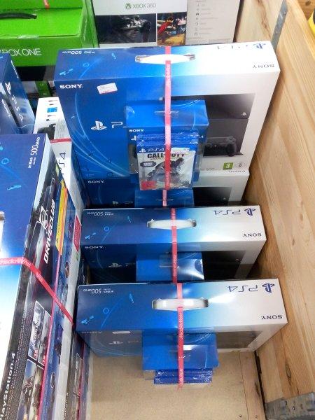 Media Markt Magdeburg PlayStation 4 inkl 2.Controller und 2 Spielen