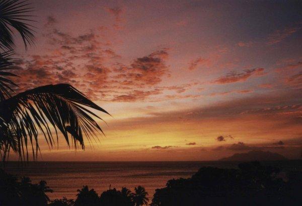 Paris  Seychellen für ~365€ - September bis März