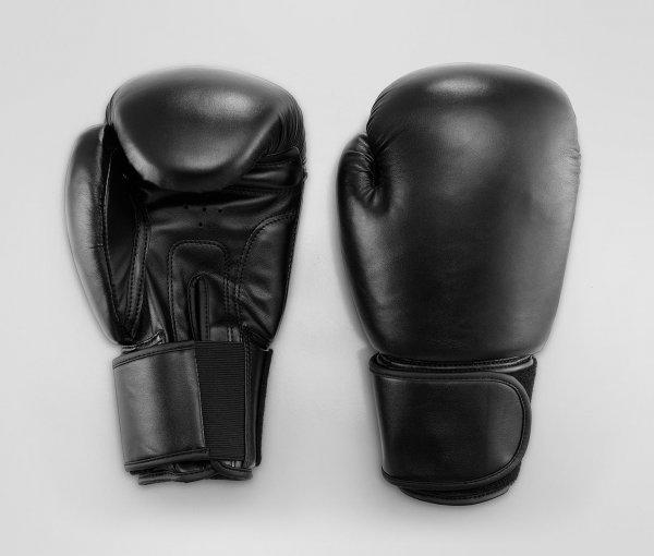 [7% Qipu] Boxhandschuhe für den Sandsack (Größe 12 Oz) in schwarz 14,95€ mit Lieferung in Filiale @Tchibo Online