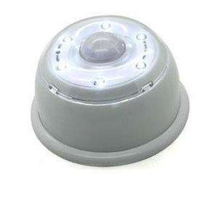 LED Lampe mit Bewegungsmelder z.B. für dunkle Treppenaufgänge, Keller, Camping etc. für ca. 3.50€ @ ebay