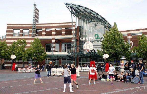 Köln MediaPark - NRW-Streetbasketball-Tour 2015 am 13.6.2015 ab 12 Uhr - Eintritt frei.