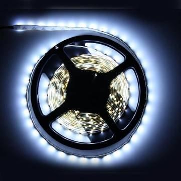 [Banggood] LED Lichtstreifen Weiss 3528 SMD 5 Meter für 2,80€