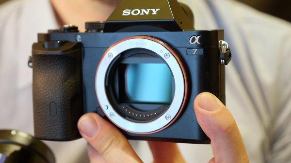 Sony Alpha 7 Kamera, Body versandkostenfrei für 929,00 €, @ZackZack