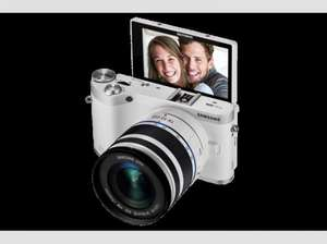 [Saturn Late Night] SAMSUNG NX 300M Kit 18-55mm weiß/silber, 20.3 Megapixel, 21,6 Megapixel, CMOS Sensor, 8.4 cm / 3.31 Zoll AMOLED-Touchscreen Display ab 328,-€