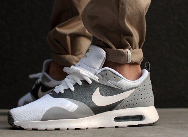 Nike Air Max Tavas weiss/grau - für 52,90 inkl Versand! (Nur Größe 44 und nur wenige vorhanden)