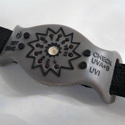Nie wieder Sonnenbrand: intelligente Armbänder sollen vor Verbrennungen warnen. für 49,99 @ sunfriend.com