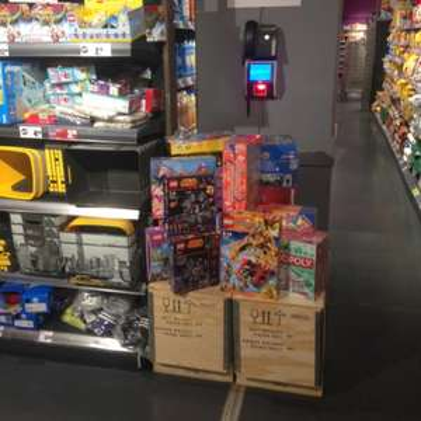 Spielwaren reduziert. U.a Lego Droid Tri-Fighter (Lokal Hit Wiesbaden)