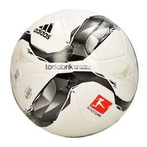 Fußball - adidas Torfabrik 2015 für 14,97€ inkl. Versand bei 11teamsports