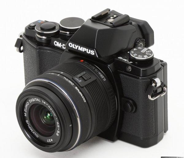 Olympus OM-D E-M10 schwarz + 14-42mm II R + 16GB + Akku + Tasche SET