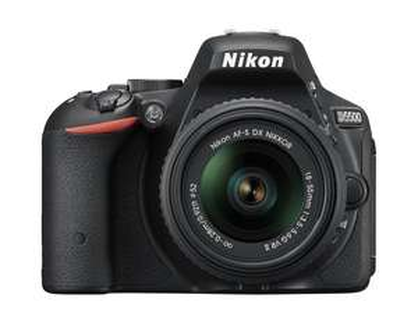 [Amazon.it] Nikon D5500 SLR-Digitalkamera Kit inkl. 18-55mm VR II Objektiv schwarz