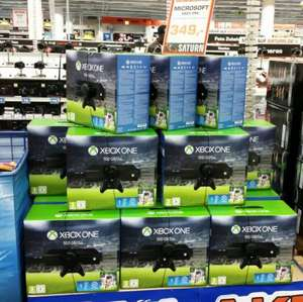 Xbox One+FIFA 16+Controller+3Monate Gold Mitgliedschaft+ 10€ Guthaben+1 Monat EA Mitgliedschaft für 349,00 bei Saturn Stuttagrt und Esslingen