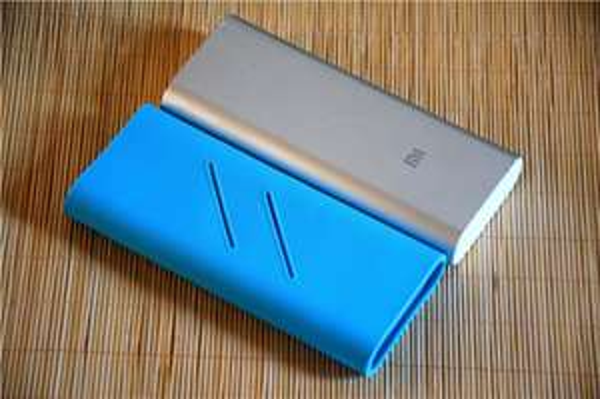 Silikon Hülle für XIAOMI 16000mAh Powerbank Farbe blau / weiß / schwarz € 3,95