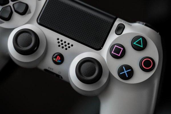 PS4 Controller Dualshock  20th Anniversary Edition, grau bei Buch.de/Thalia.de - 52,49€